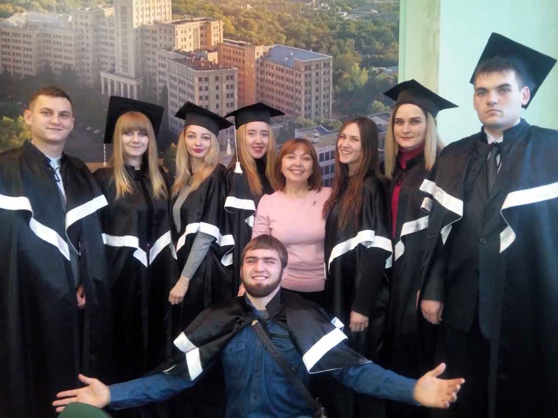 Вітаємо випусників з отриманням дипломів!